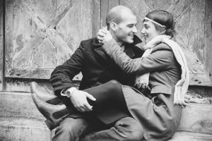 photo d'un couple de futurs mariés fiançailles