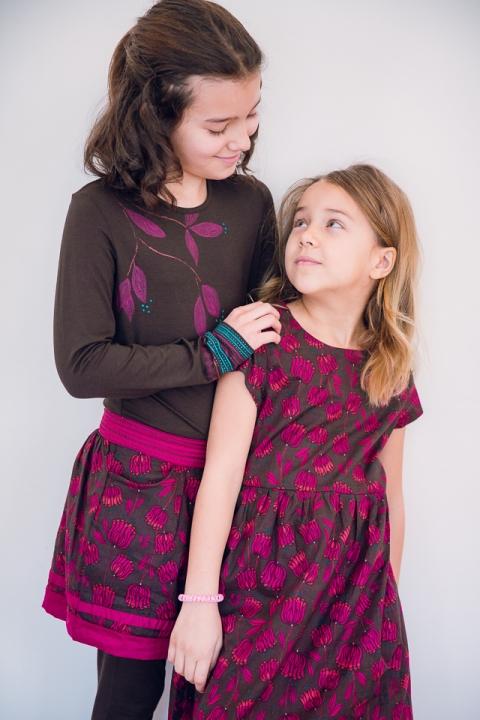 calins entre deux soeurs