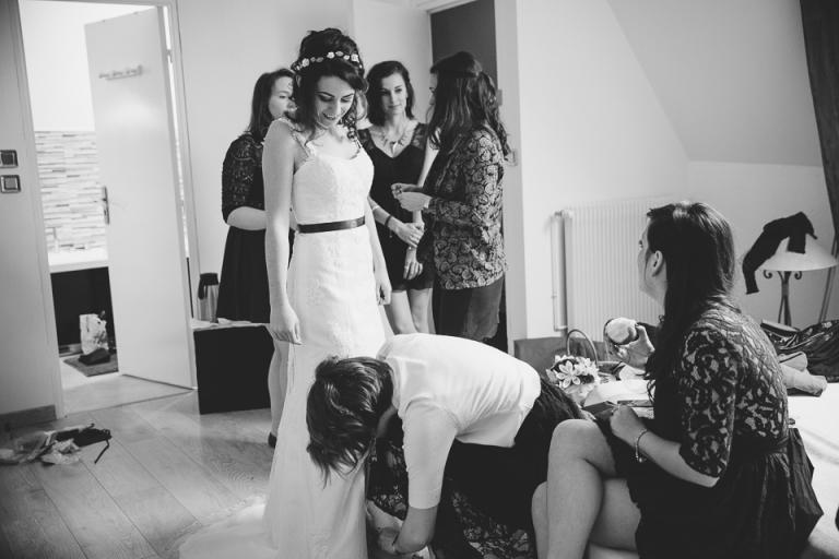 habillage de la mariée au château de Vaugrignon