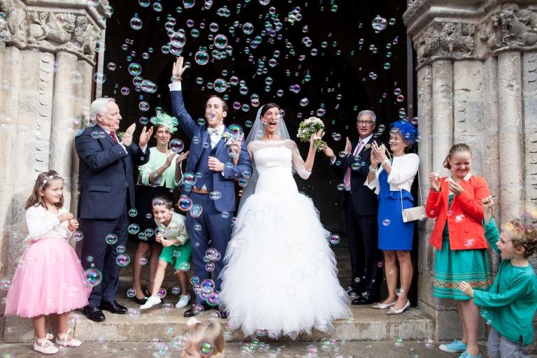 sortie d'église de mariage