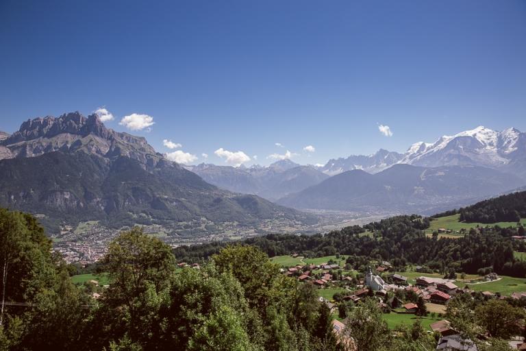 vue sur le village de cordon près de megeve