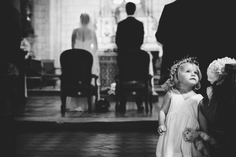 petite fille à l'église